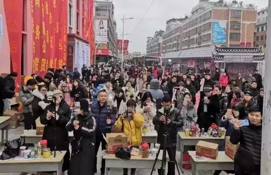 义乌北下朱村开启千人直播